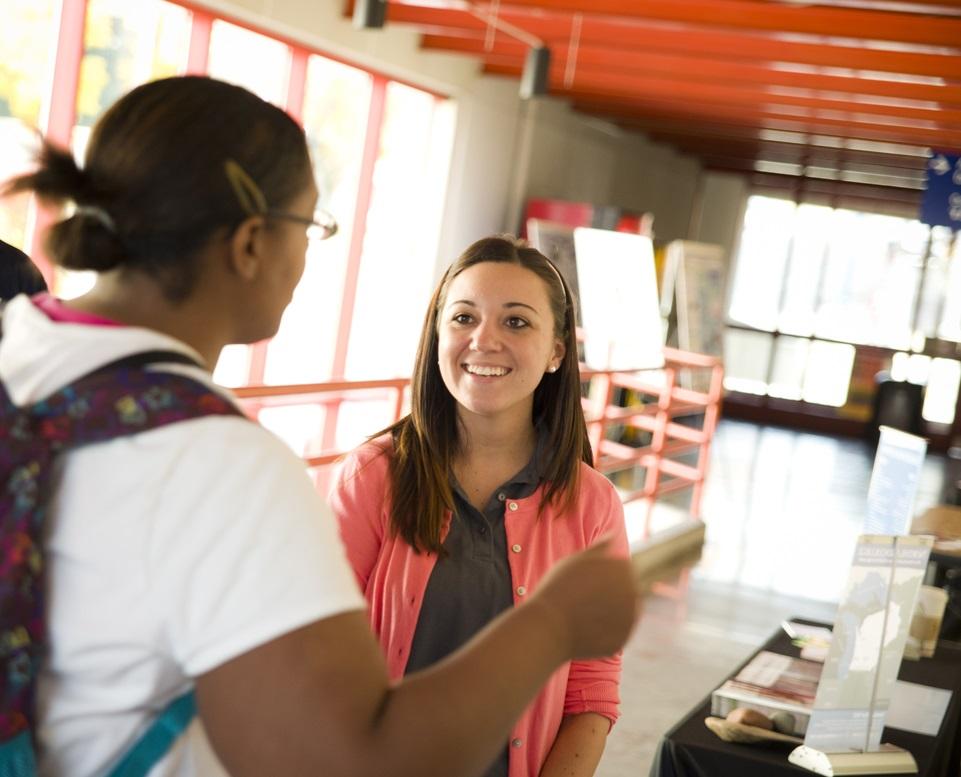 A student talks to a transfer representative.