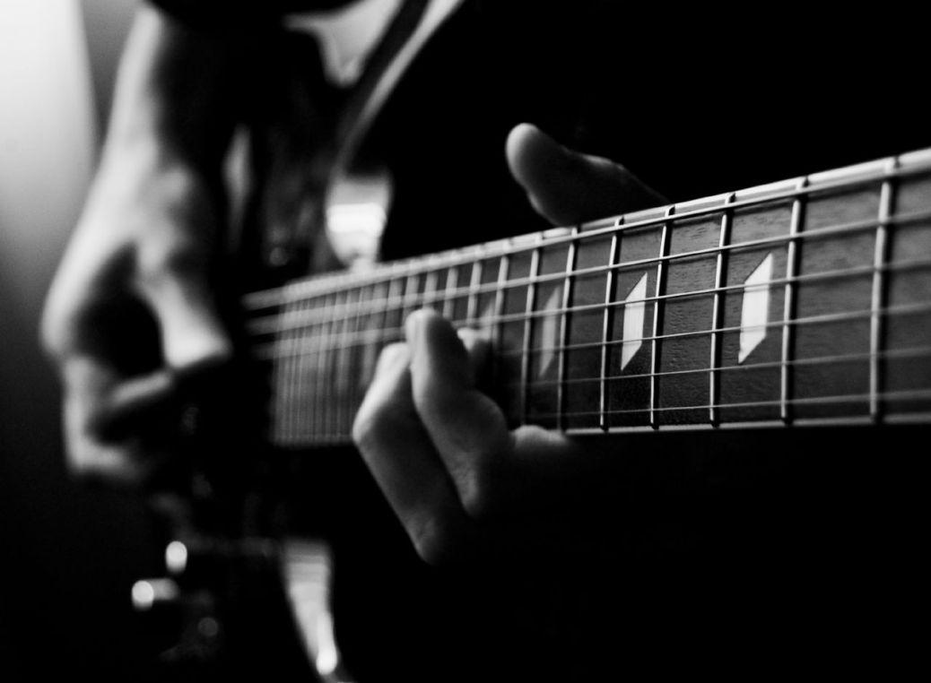 Hands play a guitar.