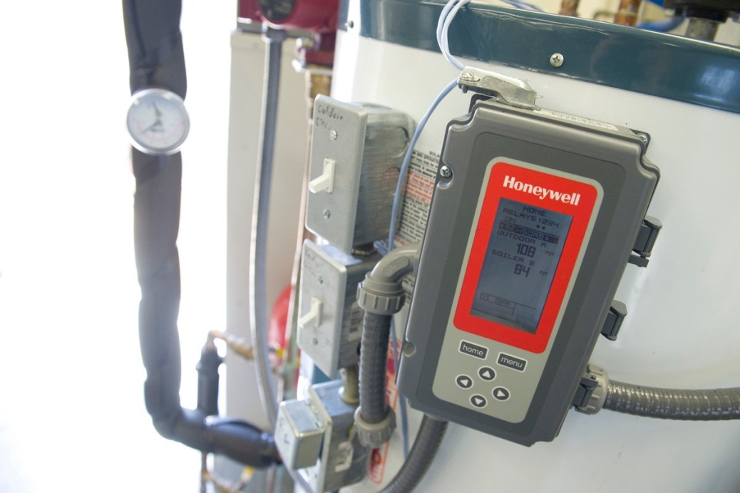 A piece of Honeywell equipment measures the temperature on an air-conditioning unit.
