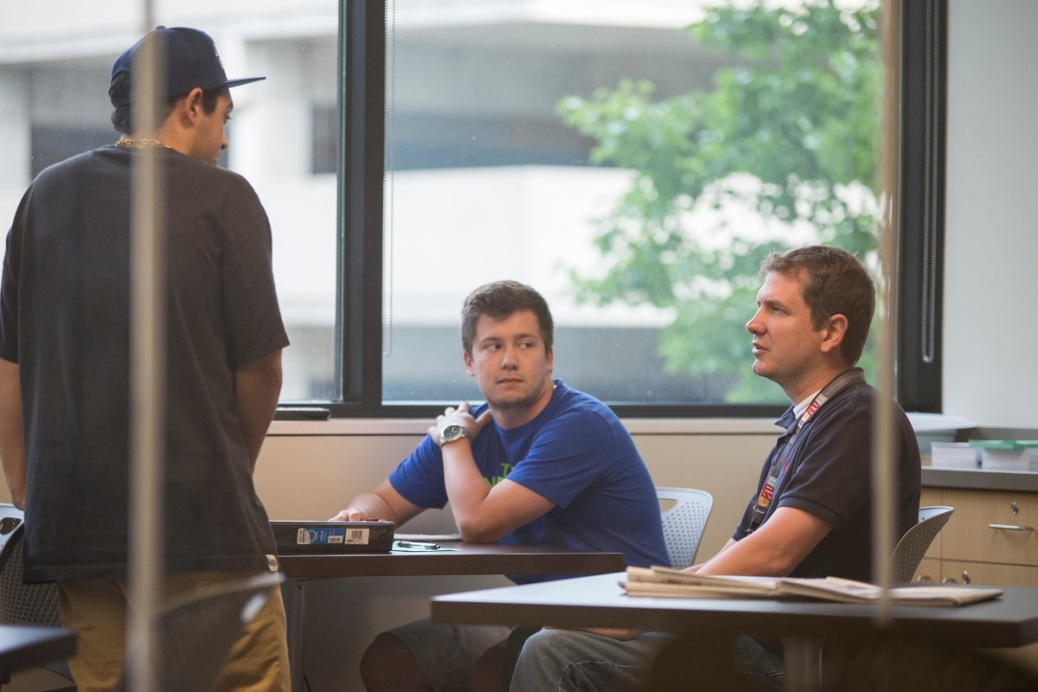 Brian Daily works with two students in the Business Tutorial Lab.