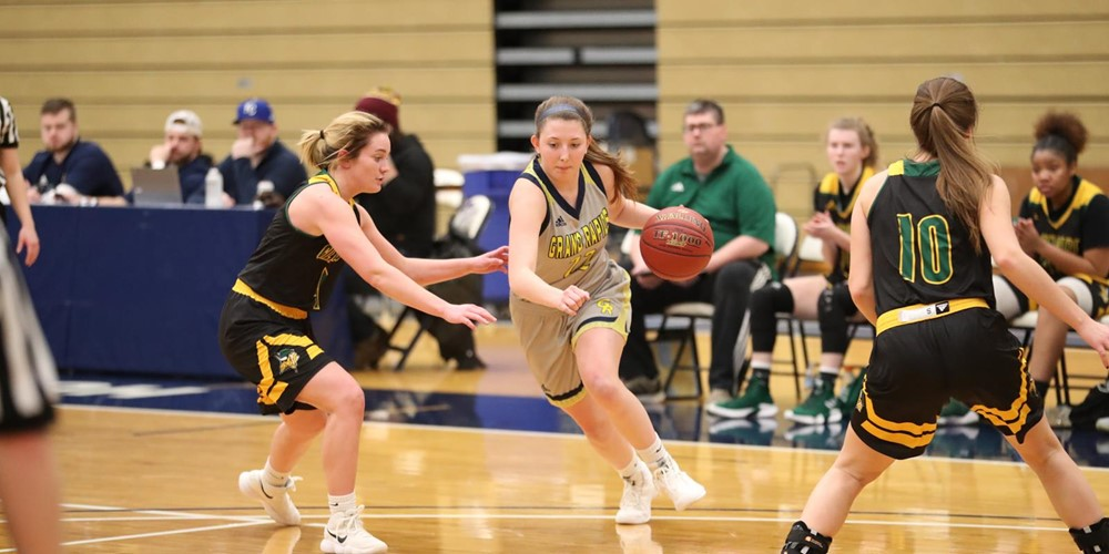 Carlee Odom dribbles the ball past Glen Oaks players.